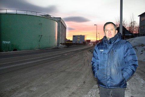 TØMT I KVELD: Trofi-direktør Jens Petter Jøstensen antar at mesteparten av tanken skal være tømt og veien klar til åpning rundt klokka 19 tirsdag.