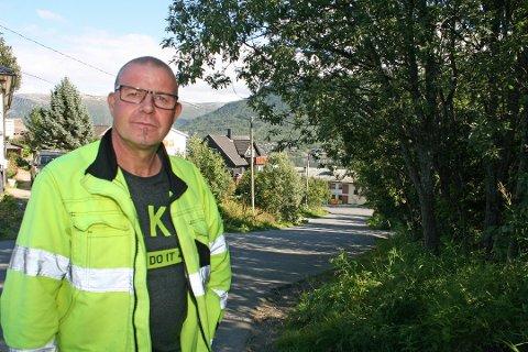 I RUTE: Tor Arne Andreassen, arbeidsleder i Bydrift i Tromsø kommune, tror at de skal få kostet byen pen og ren til 17. mai.