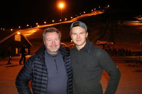 OPTIMISTER: Daglig leder Jon Håkonsen (tv) og driftssjef Jesper Kræmer Kufaas ved Tromsø alpinpark håper på åpning igjen til helgen, hvis været tillater det.
