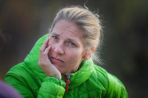 Karen Marie Berg var tilbake i Nitimen i dag, ni måneder etter å ha mistet ektemannen Hans Kristian Amundsen, som omkom på joggetur i Skoganvarre i juli i fjor. Berg forteller om en tung hverdag, men at det føles godt å være tilbake i jobb på NRK.