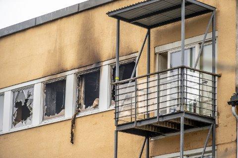 KRAFTIG BRANN: Brannen i Grønnegata 103 startet rett før klokken 23.30 søndag kveld.