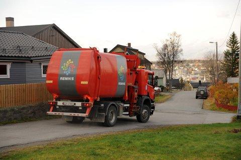 NYE DUNKER: Remiks setter i gang med henting av metall og glass og leverer derfor ut nye søppeldunker til husholdningene i de to kommunene.