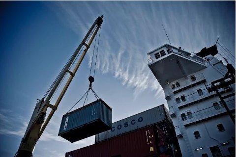 TROMSØ-ROTTERDAM: Dette er Rumba, søsterskipet til Alk, som går i rute mellom Tromsø og Rotterdam med containere. Et fullastet skip tilsvarer 250 trailere på veien. Foto: NCL