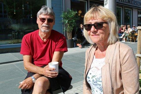 VIL VITE MER: Selv om målingen viser at flertallet er positive til turistskatt i Tromsø etterspør Bengt Nilsen og Eva Midttun mer info om hva en turistskatt skulle gått til.