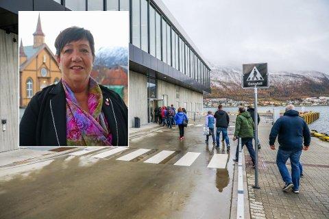 HAR LØSNINGEN: Anni Skogman mener hun har løsningen på problemene på den nye havneterminalen på Prostneset i Tromsø. Useriøst, svarer styreleder Jarle Heitmann (Ap).