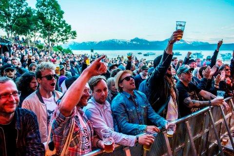 FLOTT FESTIVALVÆR: Buktafestivalen er godt fornøyd med helgas værmelding og gjestene kan se frem til varme og sollfylte dager i Telegrafbukta. Men det er fare for ettermiddagsbyger og torden. Bildet er fra Buktafesivlaen i 2017.