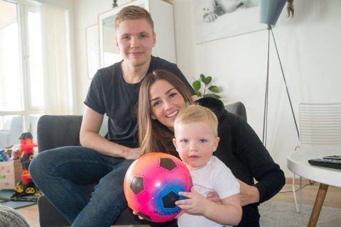 SYK: Tobias Schjetne. Her fotografert sammen med Maria Oppegaard og lille Noah i forbindelse med en reportasje i Nordlys tidligere i år.