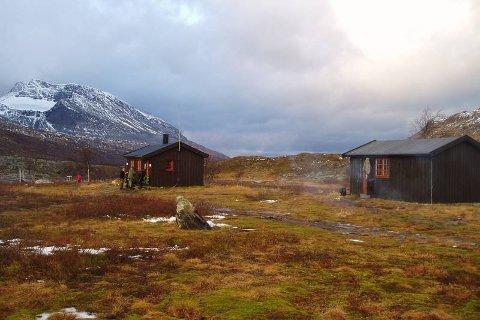 FORENINGSHYTTE: Rostahytta har 33 sengeplasser og ligger nord i Indre-Troms. I løpet av de siste dagene har flere brukt hyttene på tunet uten å betale for seg.
