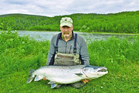 NAPP: I fjor tok Alf Oddvar Kjelbotn denne drømmelaksen. I juni var han på plass igjen nedenfor fossen i Målselva.