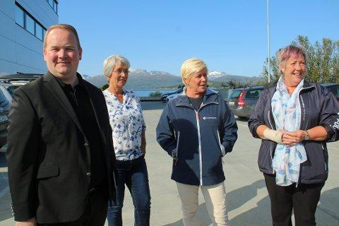 GOD STEMNING: Partileder Siv Jensen var nylig på Tromsø-besøk, her sammen av Bjørn Gunnar Jørgensen, Britt-Hege Alvarstein og Anni Skogman. Nå varsler Tromsø Frp at de vil ha partiet ut av regjering, dersom ny E8 uten bompenger ikke blir prioritert.