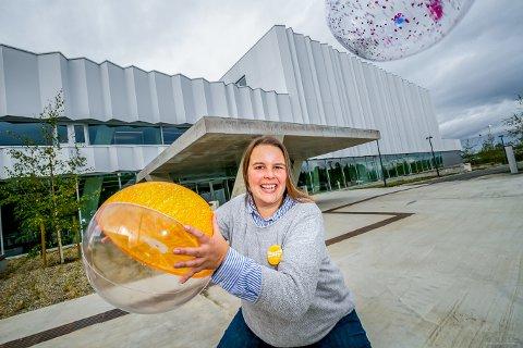 BADE-KLAR: Etter en lang periode med testing og forberedelser, er Inga Reker, leder for salg og marked, og resten av de ansatte på Tromsøbadet klare til å ta imot de første gjestene på lørdag.