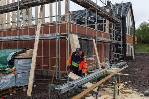 Ved bygging av bolig må de fleste ta opp opp et byggelån - en rammekreditt som alle byggeregninger belastes. Foto: Nettavisen