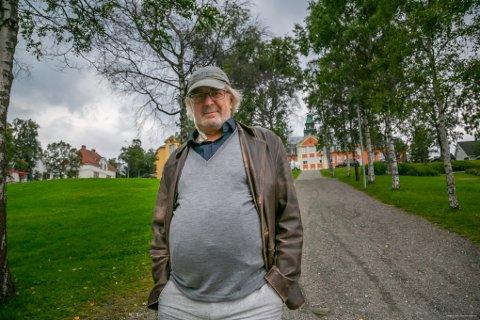 HELT TOPP: - Jeg føler meg helt topp, sier Jan Ditlev Hansen, som for knapt to uker siden ble akutt syk hjemme i Tromsø. I all hast ble han kjørt til sykehuset med hjerneslag og alvorlige hjerterytme-forstyrrelser. Foto: Torgrim Rath Olsen