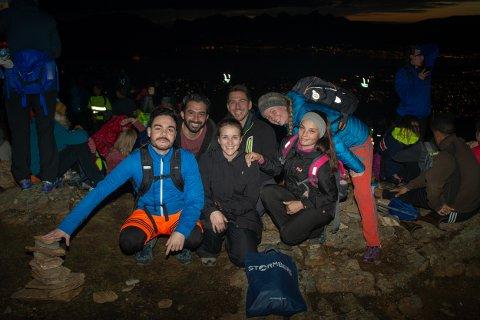 FOLKEFEST: Pietro Randine, Bilal Babar, Luigi Luppino, Elena Lind Hrissalos, Tena Keser og Karoline Aares var blant 7000 som deltok i Nattevandringen.