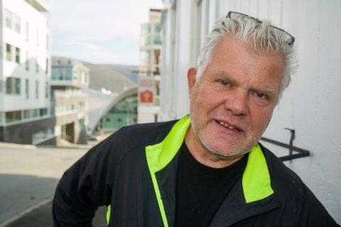 REAGERER: Stein-Erik Nilsen i Kirkens Bymisjon er trener for gatefotball-laget Bak Mål. Han reagerer på at politiet pågrep en av spillerne på laget hans midt under kamp i bedriftsserien.