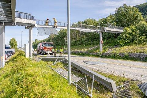 KOLLAPSET: Broen kollapset etter trailer-krasj i sommer. I kveld starter arbeidet med gjenreisingen.
