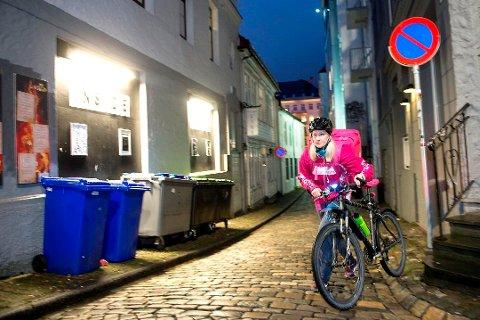 POSITIVT OVERRASKET: Både Wolt og Foodora etablerte seg i Tromsø i fjor. - Vi ble veldig positivt overrasket over at matbyen Tromsø tok oss så godt imot som dere har gjort, sier Christian Etholm, markedssjef i Wolt Norway AS, til Nordlys. Foto: Skjalg Ekeland, Bergensavisen