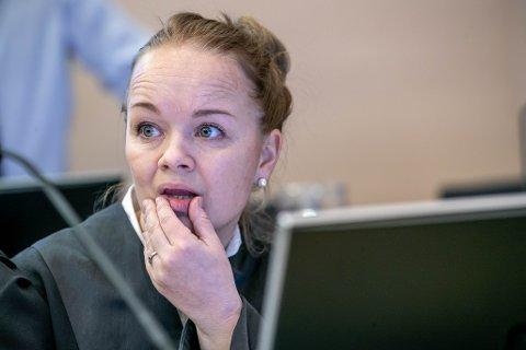 FIKK IKKE SVAR: Vitnet, en narkodømt 41-åring fra Tyskland, nektet å svare på noen spørsmål fra aktor Kirsti Jullum Jensen.