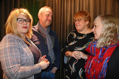 TEATERTREFF: Tonen var tilsynelatende god da styreleder Linda Beate Randal (til venstre), Kristian Fr. Figenschow og fylkesråd for kultur, Anne Toril Eriksen Balto (til høyre) diskuterte Hålogaland Teaters framtidige finansiering  med kulturminister Trine Skei Grande tirsdag.