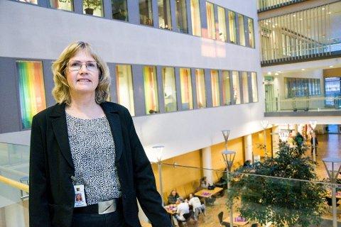 IKKE OVERSIKT ENNÅ: UNN-direktør Anita Schumacher utelukker ikke at tallet på ansatte i karantene vil øke de neste dagene.