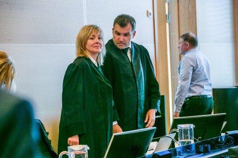 BISTANDSADVOKATER: Gunhild Bergan og Ole Magnus Strømmen var blant bistandsadvokatene i saken. Foto: Torgrim Rath Olsen