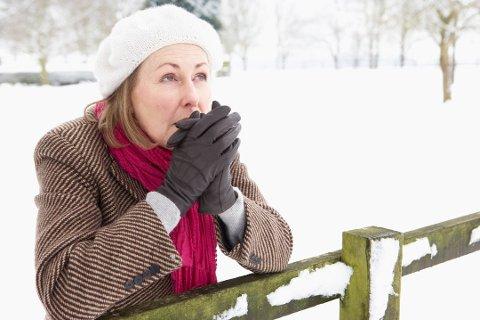 KALD: Mange fryser veldig lett, og spesielt kvinner fryser ofte mer enn menn. Foto: Colourbox
