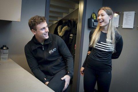 JOBBER MYE: Argjent Ahmeti er ofte på jobb fra tildig morgen til etter 21 på kvelden. Her er han sammen med kjæresten Elena Shatri som også jobber på samme treningssenter i Fredrikstad.