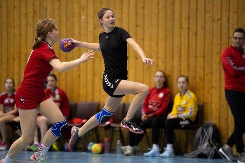 SØNDAG: Nordlys sender direkte fra helgens nyttårturnering i Tromsøhallen. Her er opptakene fra søndagens kamper.
