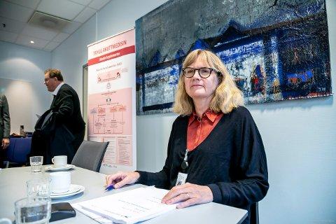 UTEN KOMPENSASJON: UNN styrer mot et underskudd på 57,7 millioner viser regnskapet per august. Tallene skal presenteres av direktør Anita Schumacher for UNN-styret denne uka. Her er hun på et tidligere styremøte. Styreleder Roald Linaker sees i bakgrunnen.