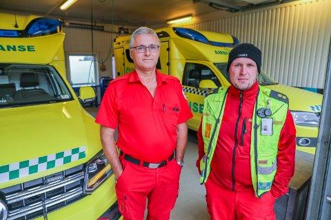 KREVER OPPFØLGING: Bjørn Stakkenes (til venstre) og Markus Belter (til høyre) mener ambulansearbeidsyrket er krevende og krever bedre oppfølging etter sterke inntrykk.  – Vi må bli sett på som mennesker, ikke maskiner, sier Stakkenes.