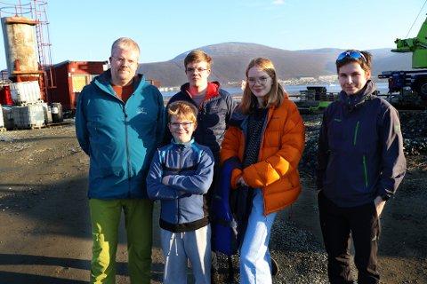 REDDET SEG I LAND: Bjørn Stark, Einar Stark (18), Edel Stark (18), Daniel Andersen (18) og Bjørnar Stark (9).