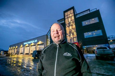 FOTBALLGLEDE: Opprykksdagen ble en ellevill opplevelse for TIL-sponsor Rune Madsen. Nå lover han nytt milliondryss over klubben.