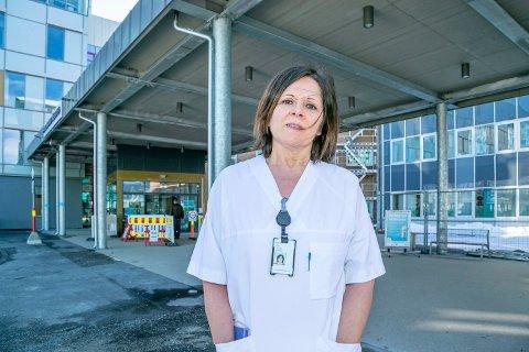 JOBBER MED INTENSIVKAPASITET: Viseadministrerende direktør ved UNN Marit Lind beskriver en utfordrende situasjon når det gjelder beredskap på intensivkapasitet for covid-pasienter ved UNN.