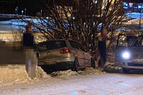 HAVNET I GRØFTA: Denne bilen havnet i grøfta på Finnsnes.