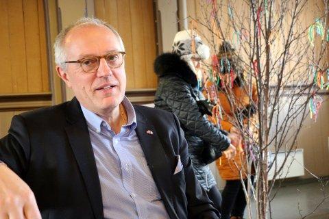 FORESLÅR BYTTE: Kirkeverge Nils Opsahl foreslår et makebytte mellom kommune og kirke, der man får hver sin park. Men kommunen sier nei.