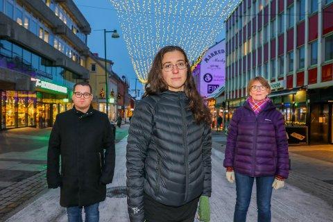 BE OM HJELP: - Til deg som strever vil jeg si: ikke gå alene med vanskelige tanker, snakk med noen, be om hjelp. Du er verdt det! sier Astrid Weber (i midten). Mats Berntsen jobber i Tromsø kommune, mens Gro Berntsen (til høyre) arbeider ved Regionalt ressurssenter om vold, traumatisk stress og selvmordsforebygging. Sammen utgjør de et unikt samarbeid som oppsto etter et uvanlig 2019 i Tromsø.