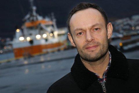 HÅNDSREKNING: SV-nestleder Torgeir Knag Fylkesnes vil gi en håndsrekning før jul til alle som mottar dagpenger og sosialhjelp.