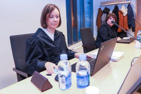 FRIFINNES: Tromsø kommune frifinnes etter søksmål fra tidligere lærer. Her ved kommuneadvokat Monica Solnes og avdelingsleder Kari Henriksen.
