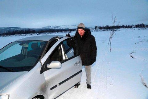 FRIVILLIG OPPSYNSMANN: Arne Roar Lange har vært frivillig oppsynsmann for isbrua mellom Karlstad og Gullhav i Målselv i 40 år. Arkivfoto: Stein Wilhelmsen