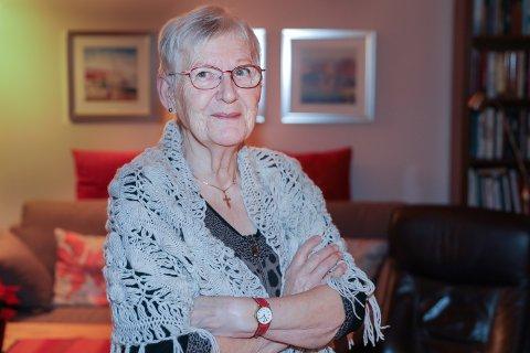 I går fikk Margit et flyvende trafikklys rett i kroppen. Det kunne gått skikkelig ille, men hun kom seg unna - noe forslått - men like hel.