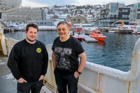 FIKK KJENDIS-BESØK: Geir Nilsen (t.v) og Leif Hansen var en av de første som så Hvaldimir i Tromsø.