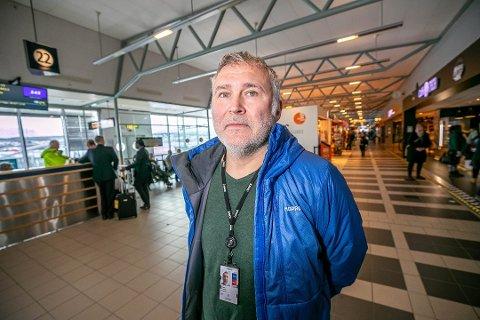 FULGTE ERNAS PRESSEKONFERANSE: lufthavnsjef Ivar Helsing Schrøen var usikker på hvilke konsekvenser statministerens vedtak ville bety for driften mandag.