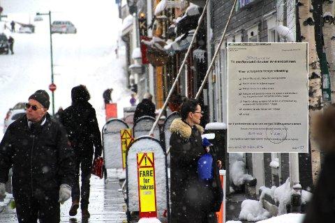 TAKRAS: Tromsø Parkering fokuserer i disse dager på fjerning av istapper og mulige takras før solen tar tak.