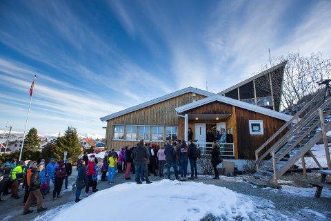 LANG KØ: Slik skulle det sett ut i Tromsdalen. Nå må bedriften og de ansatte forberede seg på et nytt marked.