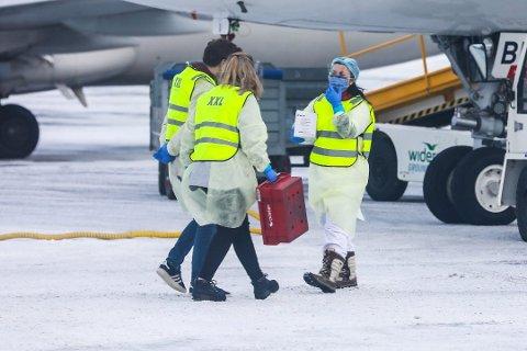 SMITTET: Flere av passasjerene ombord har i ettertid fått symptomer på koronaviruset.  Dette bildet er tatt i forbindelse med en annen ankomst på Tromsø lufthavn.