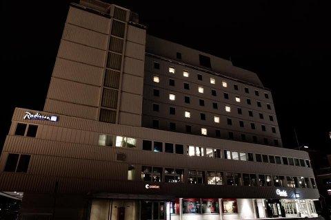 LYSHJERTE: Lyset på 12 av rommene på Radisson Blu Hotel i Tromsø står fortsatt på, tross reiselivs- og hotellkrise som følge av koronaviruset.