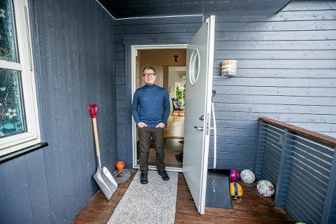 ISOLERT: Øyelege Marco Filipponi er Koronasmittet, og i isolasjon i Tromsø. Han ber alle ta forholdsregler for å unngå å spre smitte. I byen der han vokste opp, Bergamo i Italia er 2000 innbyggere døde. Foto: Torgrim Rath Olsen