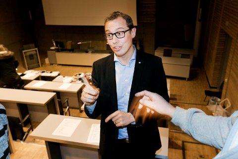 VIL LEMPE PÅ KRAVENE: Christian Chramer, direktør marked og regioner i NHO, bor selv i Tromsø men jobber i Oslo. Han sier «søringkarantene» ikke er problematisk for han selv, men er bekymret for næringslivet.  Foto: Torgrim Rath Olsen