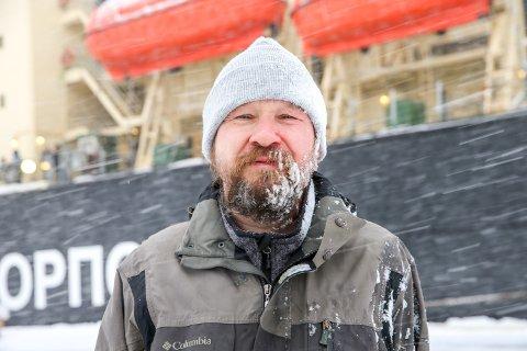 ENDELIG HJEMME:  Dmitry Divine kom tirsdag hjem til et forandret Tromsø og Norge. Nå gleder han seg til å tilbringe tid sammen med familien igjen - og ta skjegget.