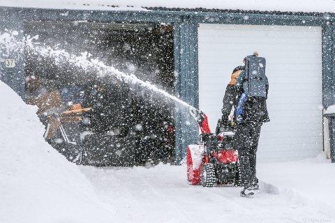 FULL FRES: Du slipper ikke unna snømåking søndag, heller, ifølge Vervarslinga i Nord-Norge.